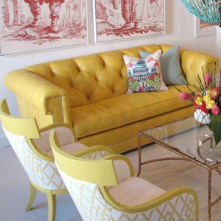 Sofá de couro amarelo