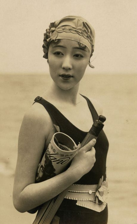 Ni Hongyan c. 1920s - beautiful! #Chinese #vintage #Asian #women #beach #1920s