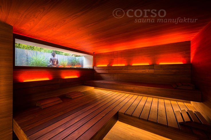 Edles Nussbaumholz und angenehme Farbspiele gepaart mit großzügigen Liegeflächen garantieren ein erholsames Saunieren in dieser corso Design-Sauna. Die große gläserne Front fügt sich nahtlos ins Gesamtbild ein und sorgt dabei für genügend Tageslicht.