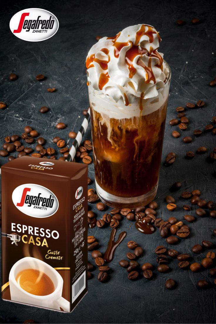 Dla wszystkich, którzy nie mogą się już doczekać smaków świąt polecamy przygotowanie kawy piernikowej z bitą śmietaną i polewą karmelową! Aby ją przygotować należy zaparzyć podwójne espresso lub americano, następnie dodać do niego odrobinę miodu wymieszanego z przyprawą piernikową, wierzch udekorować bitą śmietaną i polewą karmelową. Chcąc kawę w lżejszej wersji, do napoju można dolać ciepłe spienione mleko, a mleczną piankę oprószyć cynamonem. Polecamy! #Segafredo #KawaSegafredo #kawa…