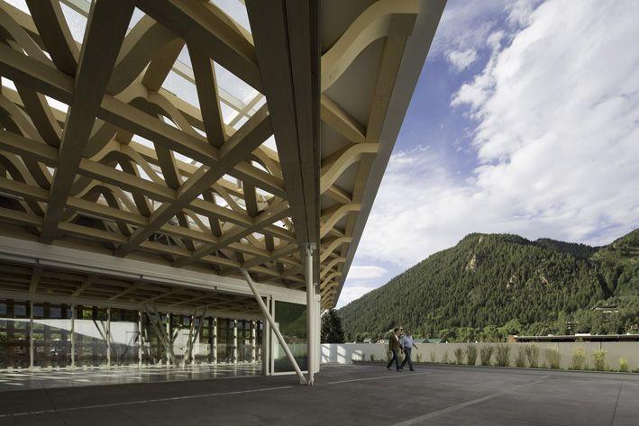 SHIGERU BAN ARCHITECTS 坂 茂 建 築 設 計
