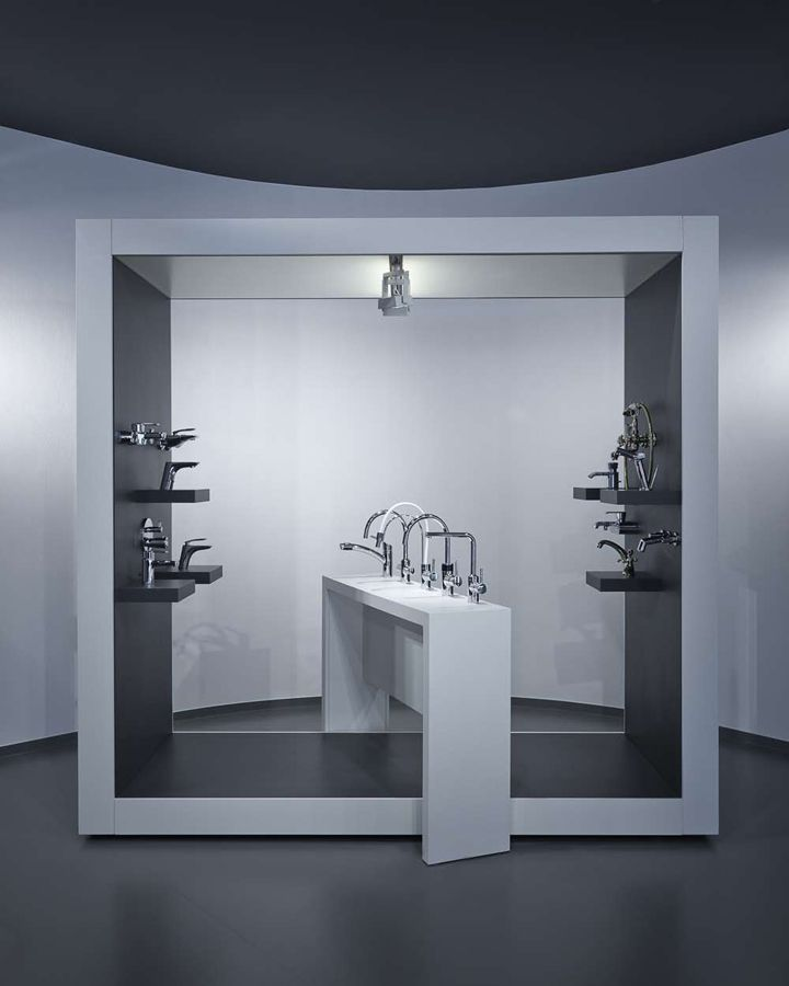 aquamart sanitary showroom by fl architects budapest store design. beautiful ideas. Home Design Ideas
