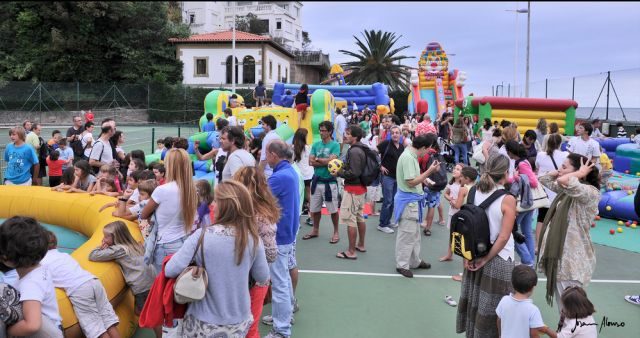 Montamos nuestro Súper Parque MultiActividades en tu evento o localidad, y la llenamos de actividades participativas, novedosas atracciones y sorprendentes espectáculos de animación.