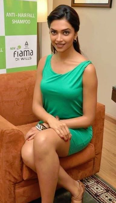 Deepika Padukone in Greeen Hot Dress