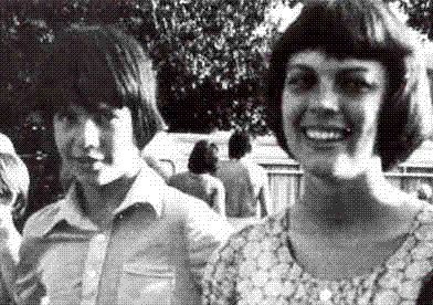 Mireille Mathieu et Thierry Sellier (les Petits Chanteurs d'Asnières) pendant la tournee sur la cote d'azur (1971)