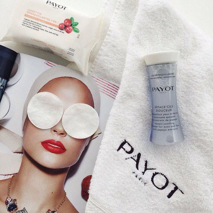 Несколько секунд для качественного очищения кожи достаточно если вы используете освежающий двухфазный лосьон #PAYOT с экстрактом папайи. Он тщательно удаляет водостойкий макияж мгновенно успокаивает кожу уменьшает отёчность и стимулирует микроциркуляцию. Средство подходит для самой чувствительной кожи и для тех кто носит контактные линзы. #payotrussia #payotclub by payotrussia