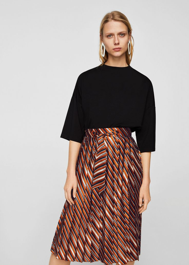 https://shop.mango.com/es/mujer/faldas-midi/falda-plisada-rayas_21030678.html
