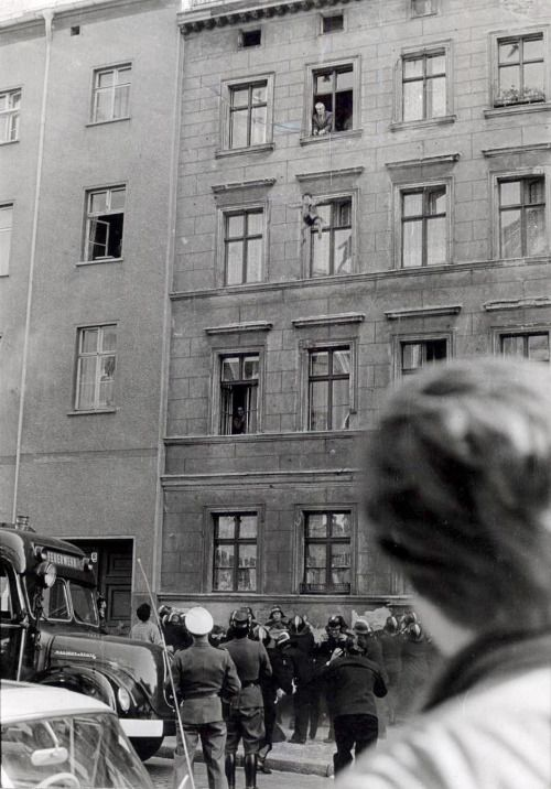17 best images about berlin wall east and west berlin on for Whos perfect berlin