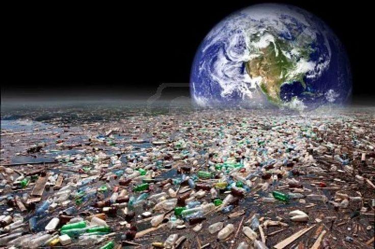 În fiecare an, apa este poluată cu echivalentul a 100.000 de camioane de deşeuri de plastic (sticle, tacâmuri de unică folosinţă, pungi) ce sunt aruncate în râuri şi ajung în mări şi oceane sau sunt luate de valuri de pe plajă şi duse în larg.  https://www.facebook.com/photo.php?fbid=487533024670592=a.279562842134279.65607.265437866880110=1