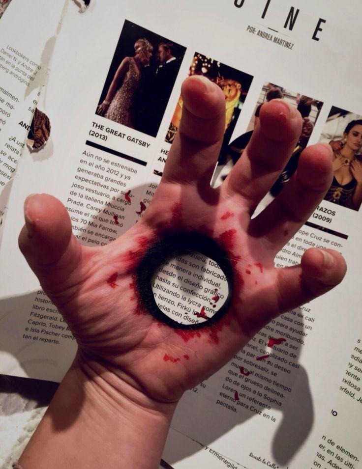 Tried an optical illusion... Hole in my hand #illusion #freak #concepcionallamand Concepción Allamand