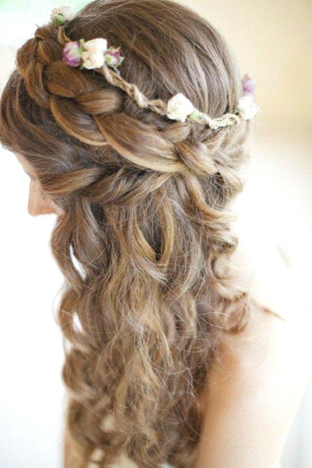 lockiges Haar mit Zopf als Diadem seitlich gestylt Blumenkranz