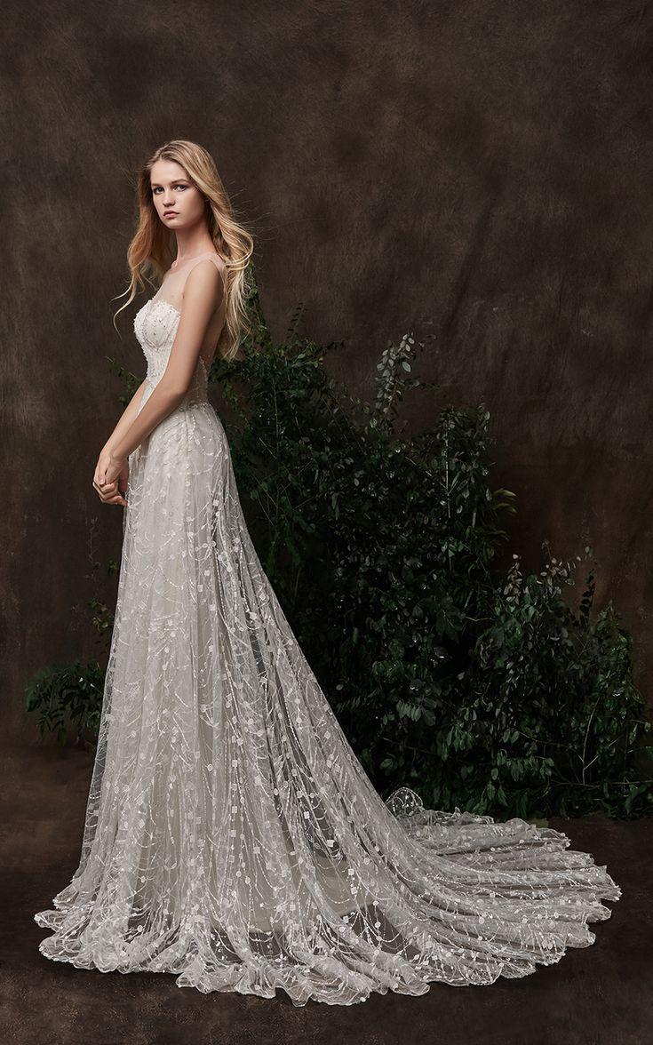 Wedding dress by Chic Nostalgia.