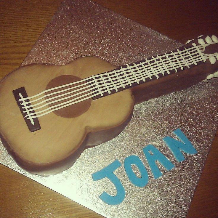 Tarta guitarra española