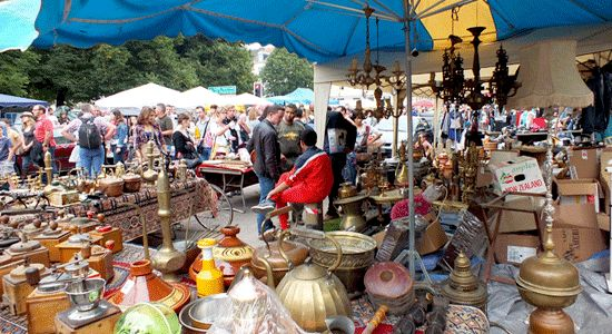 Visiting the Lille Braderie Flea Market is an experience you don't forget. 10,000 stalls, noisy, colourful, it's the biggest flea market in Europe.
