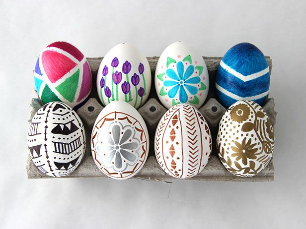 Raise your hand if the idea of vats of egg dye just waiting to be spilled is less than appealing. Yeah, that's how I feel, too. Plus, with less than 48 hours left to go, the window of time to dye eggs