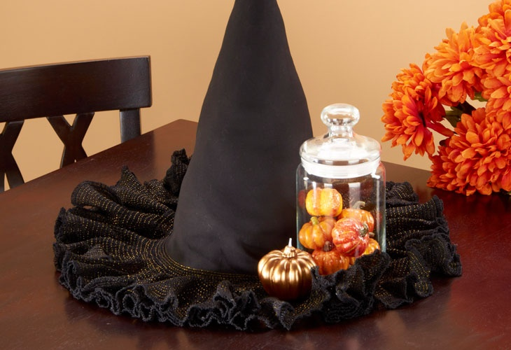 Make a witches hat centerpiece with a cool #serger technique. #halloween #sewing