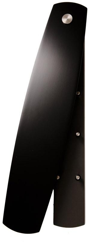 Flot aflangt nøgleskab i sort med otte kroge til nøglerne. Enkelt og stilligt design med en funktionel plade, som let kan skubbes væk.