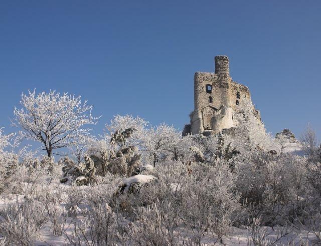 Zamek Mirów zimą / Mirov Castle in winter