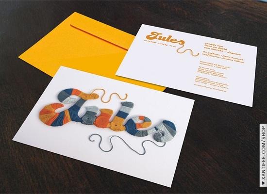 Jules | Xantifee – shop.xantifee.com | Om dit gepersonaliseerd kaartje te maken wikkelen we je kindje alvast warm in. De kleuren van de wol mag je zelf kiezen!