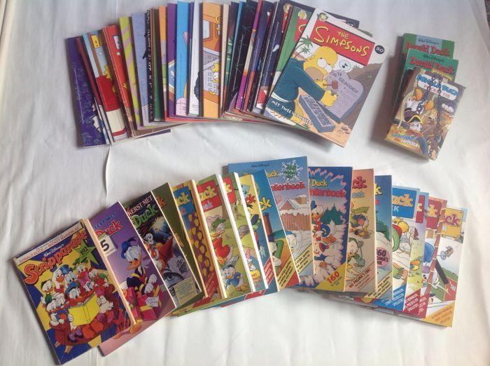 Collection Of 55 Comics/Books Including - The Simpsons (35) and Donald Duck (20) - 1976/2008  Comics collection x55 SC (Dutch language) including: The Simpsons - Issues - 1 2 3 4 5 6 7 8 9 10 11 12 13 14 15 16 17 18 19 20 21 22 23 24 27 28 29 30Bart Simpson - Issues - 1 2 3 4 5 6 Bartman - 1998/2005 Stuks Walt disney's Donald Duck (20) - sc - Winter/Vakantie/Kerst/Sinterklaas/Stripparade 4 st. Donald Duck Winterboek 2005/2006/2007/2008 - Near mint condition4 st. Donald Duck Groot Winterboek…