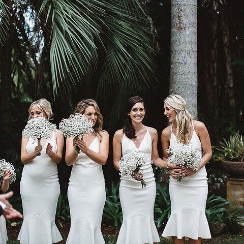 • BRIDESMAIDS • The perfect combination of Babies Breath bouquets and @becandbridge • More details of Justine's Byron Bay wedding on the blog• Photography @_carlybrownphotography_ •