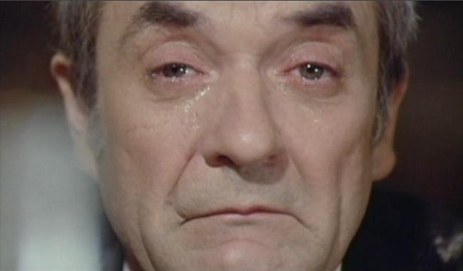 """Jean Carmet dans """"Comment réussir sa vie quand on est con et pleurnichard"""" (Michel Audiard, 1974)"""