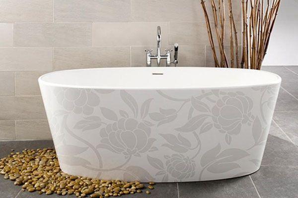 Originelle Badewanne Für Kleines Bad Mit Blumenornamenten