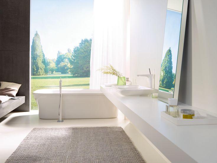 Avantgarde bathroom design: Graceful character and fresh look with a floor-standing bath mixer. #hansgrohe #PuraVida #bathroominspiration
