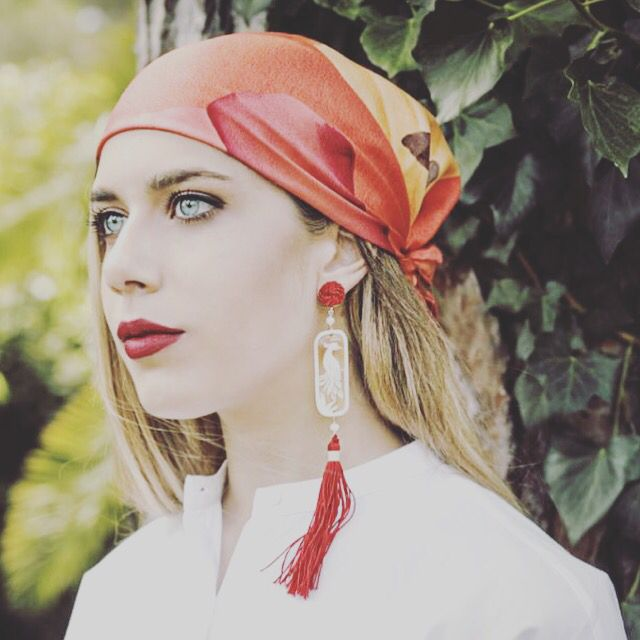 An evergreen summer with Anna e Alex cameo Safari earrings and silk headdress...