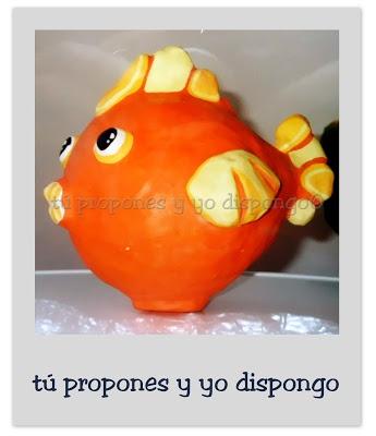 """Nuestro pequeño fugu -pez globo en japonés- sí ha conseguido escapar de la sartén y se ha puesto tan contento que ha cambiado de color... Escultura """"Fugu, el pez globo"""". Figura realizada con papel maché y pintada con témpera mate (27 x 30 x 25cm).  tpyd-tú propones y yo dispongo-artesanía-tpyyd $25(€)"""