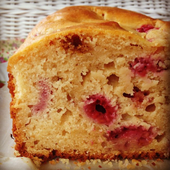 Made this for packed lunches...don't think it will last long enough to make it to the boxes :P raspberry & lemon yoghurt loaf