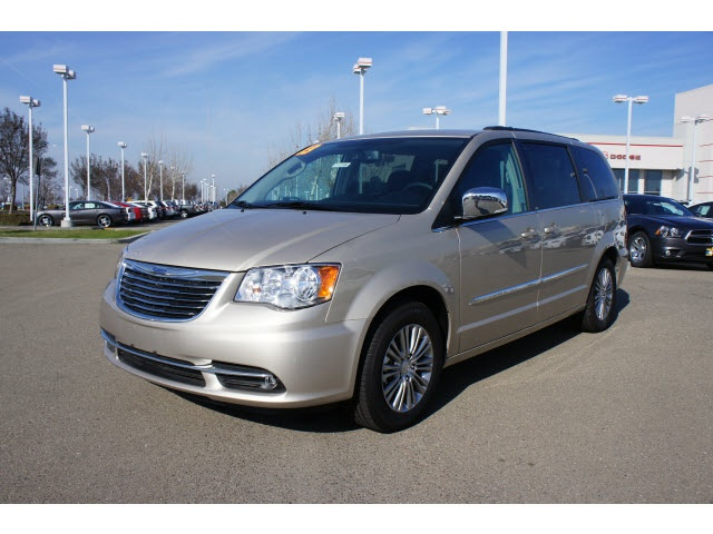 2013 Chrysler Town & Country Touring-L For Sale | Tracy CA .