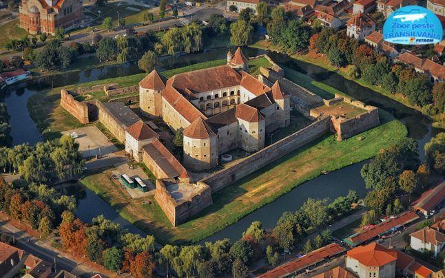 Cetatea Făgăraş este un alt exemplu după Râşnov şi Rupea că investiţiile în turimul medieval merită cu prisosinţă. Fortăreaţa a reuşit să crească de zece ori numărul de turişti după ce edilii au reînviat mai multe atracţii ale cetăţii.