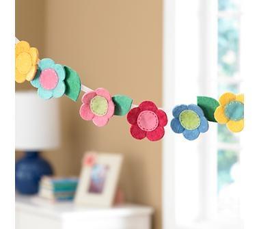 Cute flower garland: Kids Rooms Decor, Crafts Ideas, Felt Crafts, Flower Garlands, Felt Garland, Girls Rooms, Felt Flowers, Land Of Nod, Banners