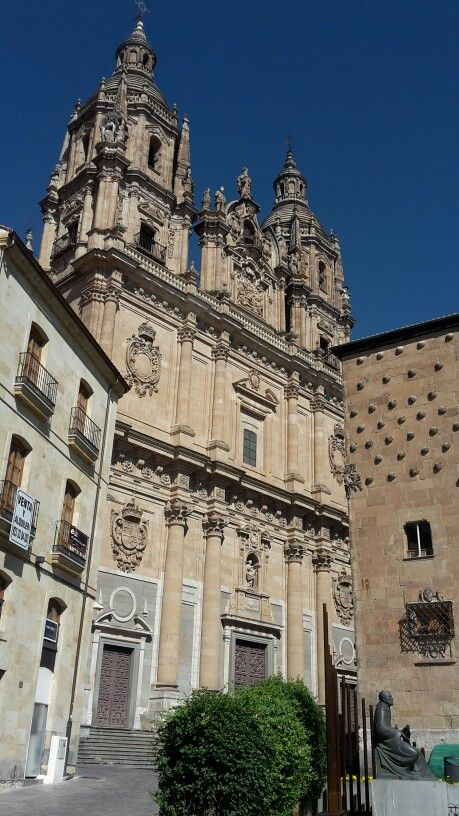 Salamanca iglesia La Clerecía y casa de las conchas