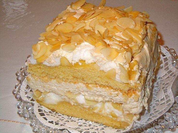 Zutaten 100 g Butter 320 g Zucker 4 große Ei(er) 60 ml Milch 150 g Mehl, glatt 1 TL Backpulver 150 g Mandel(n), g...