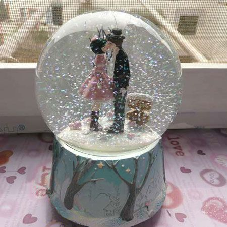 globe music boxes | ... Wedding Music Box Kissing Couple Musical Snow Globes - Egifts2u.com