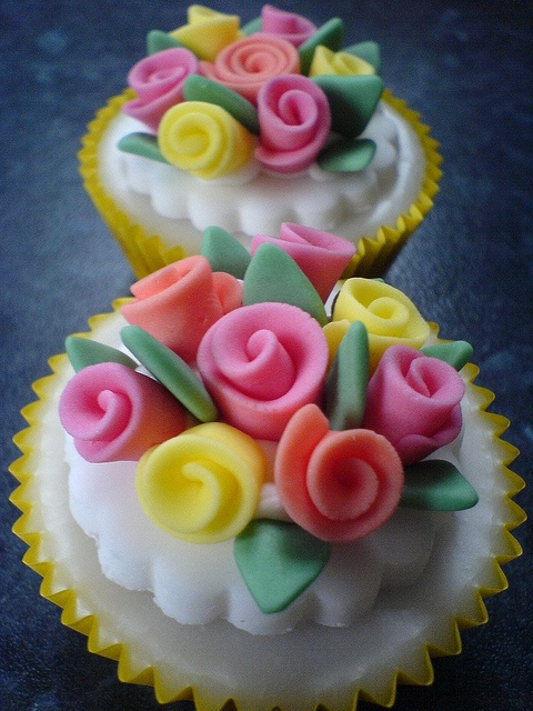 handmade sugar rose cake toppers by Sugar Sugar Cake Decorations, via Flickr