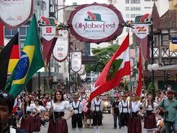 Oktoberfest de Blumenau é um festival de tradições germânicas que ocorre em Santa Catarina, em outubro