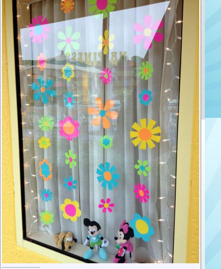 Best 25 disney window decoration ideas on pinterest for Hotel door decor