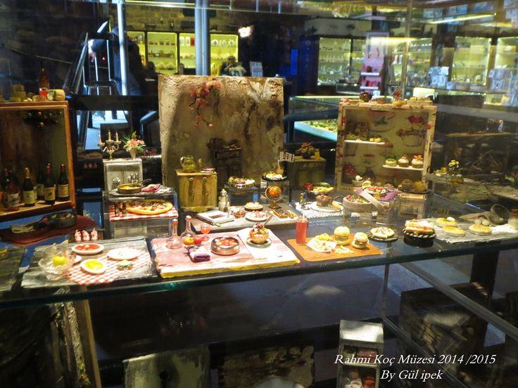 #diorama #museum #sergi #rahmi_m_koc_muzesi #istanbul #hasdal #miniature #mini#minimal #miniaturefood #dollhasusefood #dollhause #otomocil #ford #auto #oldmobile #handmade #tamirhane #cargarage #garage #dioramagarage #autorepair #art #artist #turkey #painting #paperart #paper #kağıt #model #modelinclay #clayart #talents #doors #olddoors #kapı