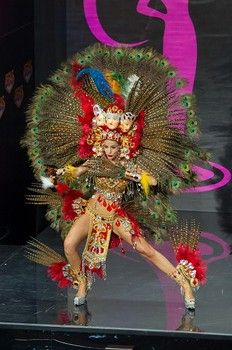 natassja bolivar, miss universe nicaragua  2013, models in the national costume contest.