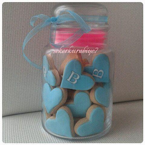 En güzel mutfak paylaşımları için kanalımıza abone olunuz. http://www.kadinika.com Kavanozda 30 kurabiye 58 TL #kavanozdakurabiye#sugarcookies#instafood#instagood#instacookies#kisiyeozelkurabiye#decoratedcookies#tasarimkurabiye#gramkurabiye#mutfakgram#sevgiliyehediye#kurabiyeaski#kurabiyesanati#cookielover#fondantfigure#kurabiye#hediye#siparis#parti#blue#mavi #hediye#babyshower#nisan#dugun#sekerhamuru#kina#bebekkurabiyesi#kina#dugun