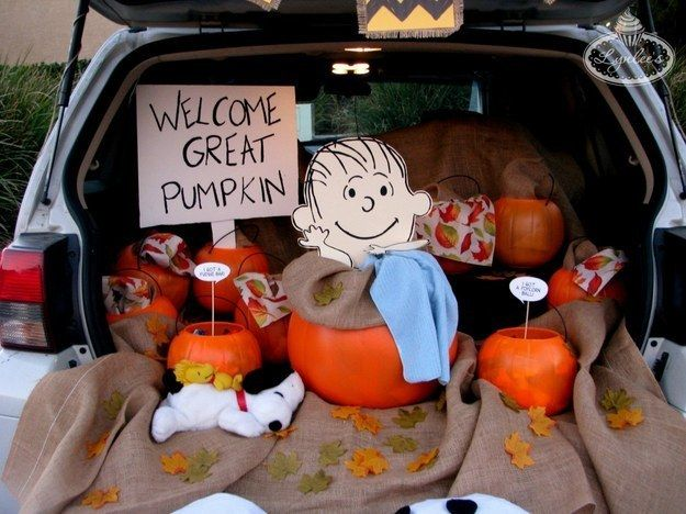 It's The Great Pumpkin, Charlie Brown. | 36 Trunk-Or-Treat Themes That Really Nailed It