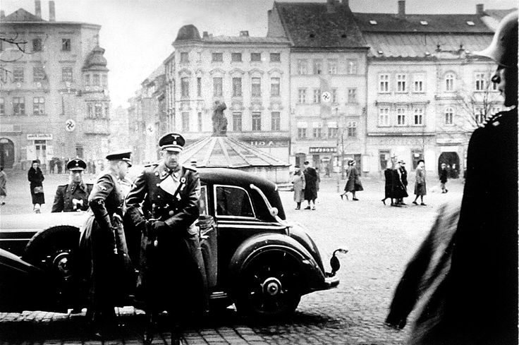 K. H. Frank byl v Jihlavě i v roce 1943, přijel s vozem přímo před radnici na Masarykovo (tehdy Hitlerovo) náměstí.