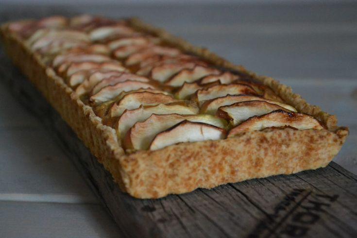 Æbletærte med marcipan og kanel