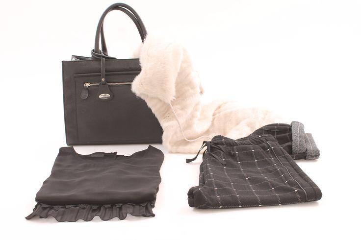 Gilet elegante in pelliccia ecologica con collo ampio http://www.luanaromizi.com/it/capispalla-donna/gilet-elegante-in-pelliccia-ecologica-con-collo-ampio.html Camicia elegante in georgette con macramè e plissè http://www.luanaromizi.com/it/camicie-donna/camicia-elegante-in-georgette-con-macrame-e-plisse-a.html Pantalone in felpa fantasia quadri cavallo basso http://www.luanaromizi.com/it/pantaloni-leggins-donna/pantalone-in-felpa-fantasia-quadri-cavallo-basso.html