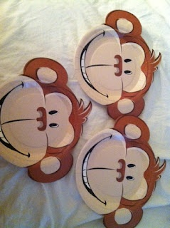 Five Little Monkeys Jumping on the Bed.... using monkey paper plates. http://fromkindergartenwithlove.blogspot.com/search/label/Retelling