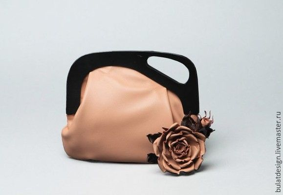 """Купить Комплект """"Чайная роза"""" кожаный клатч и брошь-цветок из серии """"ROSE"""" - бледно-розовый"""