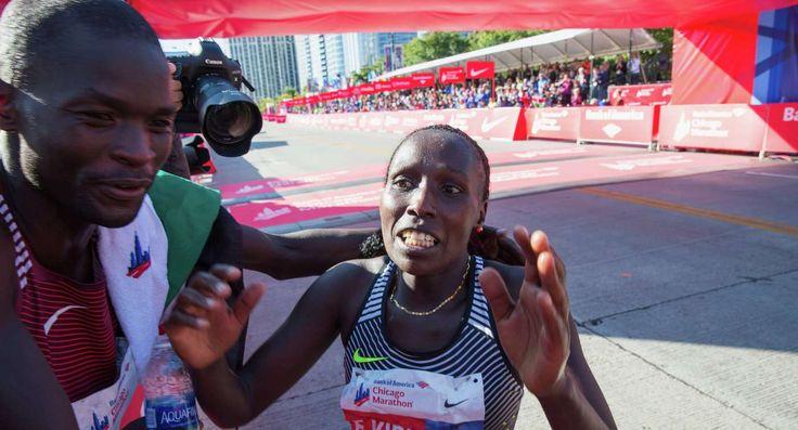 Кенийские бегуны Абель Кируи и Флоренс Киплагат выиграли Чикагский марафон - http://sportmetod.ru/news/athletics/keniyskie-beguny-abel-kirui-i-floren.html